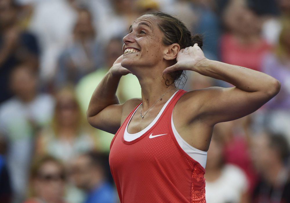 epaselect epa04926008 Roberta Vinci of Italy reacts after defeating Serena Williams of the US during their Semifinals round match on the twelfth day of the 2015 US Open Tennis Championship at the USTA National Tennis Center in Flushing Meadows, New York, USA, 11 September 2015. The US Open runs through 13 September, which is a return to a 14-day schedule. EPA/JOHN G. MABANGLO ORG XMIT: MCX001