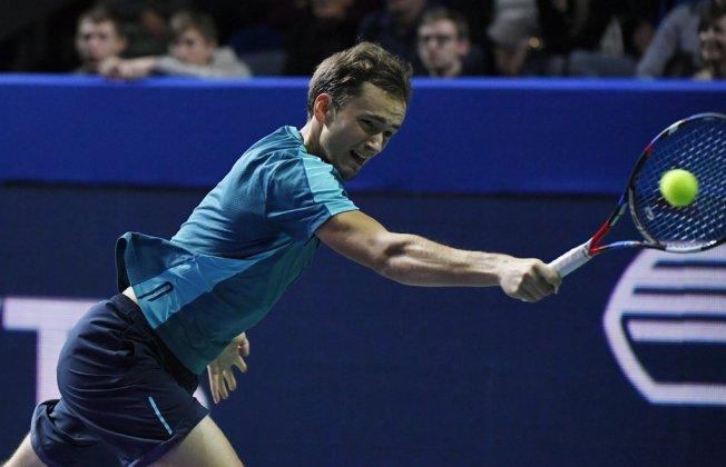 Медведев победил Каррено ивышел вчетвертьфинал Кубка Кремля