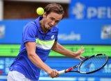 Истборн (ATP). Медведев и Джокович стартовали с побед, матч Монфиса перенесен