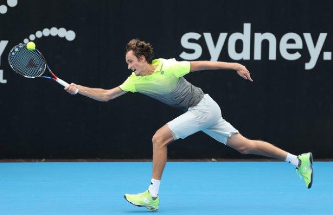 Теннисист Медведев завоевал 1-ый титул вкарьере