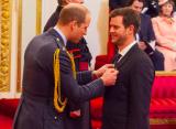 Леон Смит награждён Орденом Британской империи