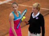Каролина Плишкова вступила в конфликт с судьей, ударив ракеткой по ее вышке