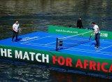 Федерер обыграл Маррея в выставочном матче на плавучем корте