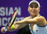 Веснина победила Возняцки и вышла в четвертьфинал турнира в Дохе