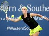 Кузнецова в борьбе уступила Мугурусе в четвертьфинале турнира в Цинциннати