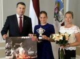 """Чемпионка """"Ролан Гаррос"""" Остапенко побывала на приеме у президента Латвии"""