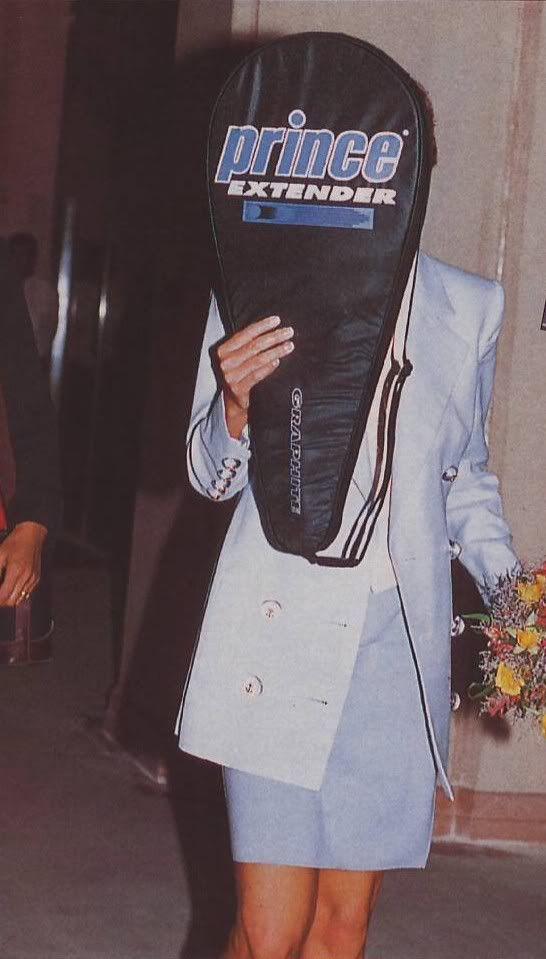 Леди Ди прячется от папарацци, 1994 год.