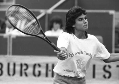 Габриэла Сабатини — аргентинская теннисистка, одна из лидеров мирового женского тенниса в конце 1980-х и начале 1990-х гг.