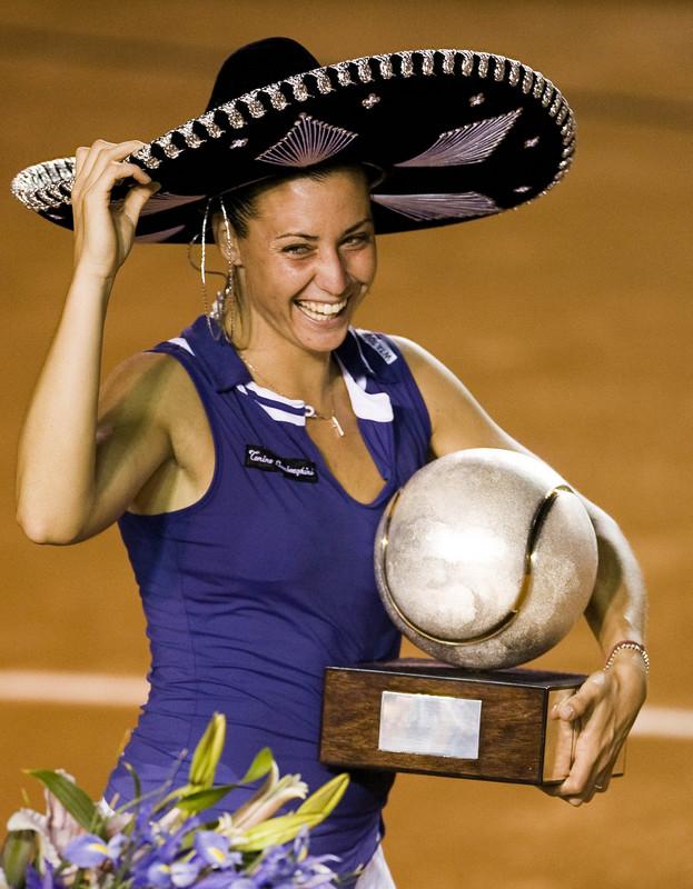 2008 - Завоевала титул WTA в Акапулько, финал выиграла у Ализе Корне.