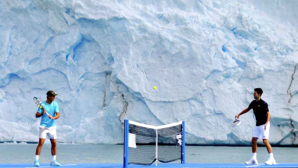 Reuters /Надаль и Джокович сыграли в теннис на леднике в Патагонии, Аргентина