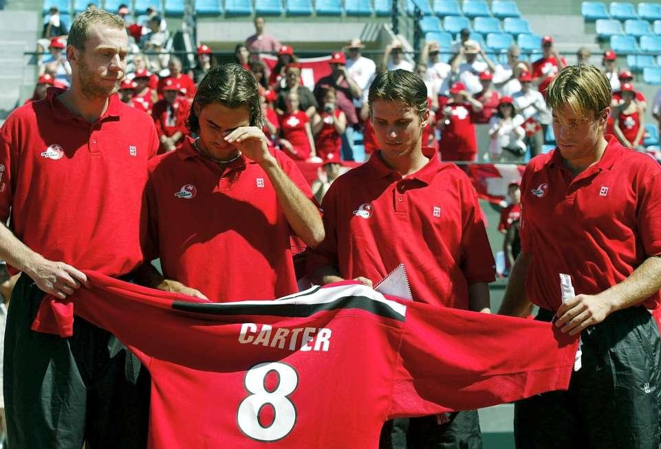 Сборная Швейцарии выиграла у сборной Марокко в Касабланке. Победа была посвящена Питеру Карттеру. 2001 / Фото: Keystone