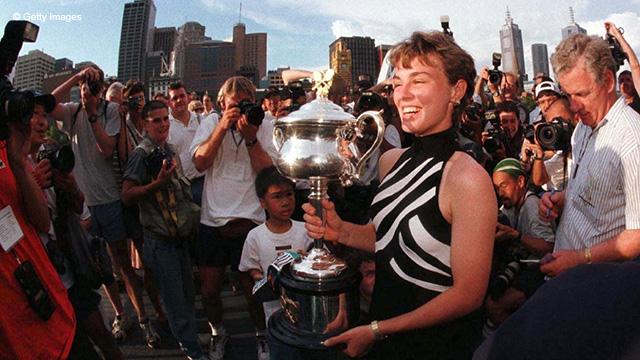 Мартина Хингис выиграла первый титул Australian Open в 1997, и он стал первым из последующих трёх