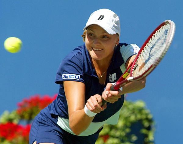 Надежда Петрова в матче против Линдсей Дэвенпорт на US Open, 2003 / AFP PHOTO / Timothy A. CLARY