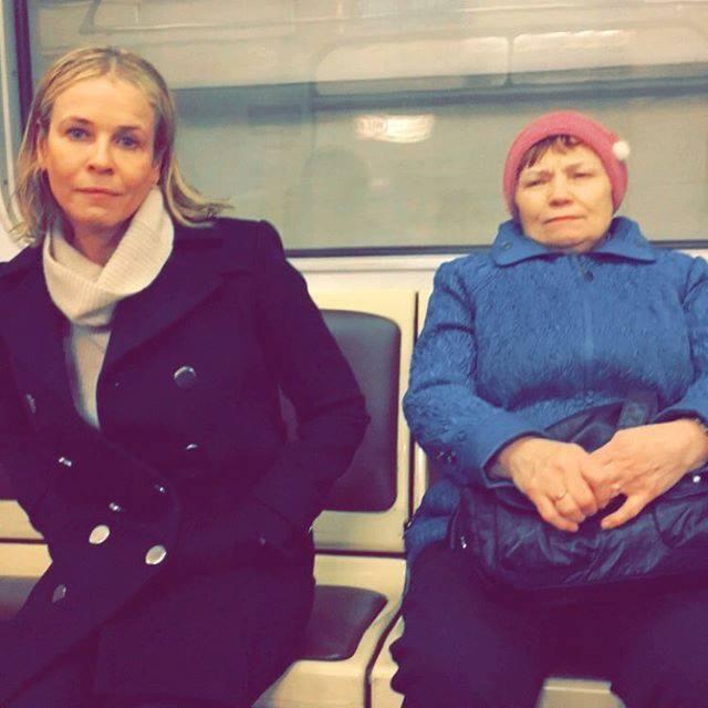 """""""Три дня питаюсь протеиновыми батончиками и водкой"""" Фото: Chelsea Handler facebook page"""