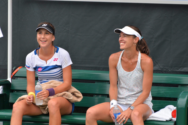 Белинда Бенчич (слева) и Мартина Хингис (справа) во время тренировки, Miami Open, 2015 / Фото: Youtube