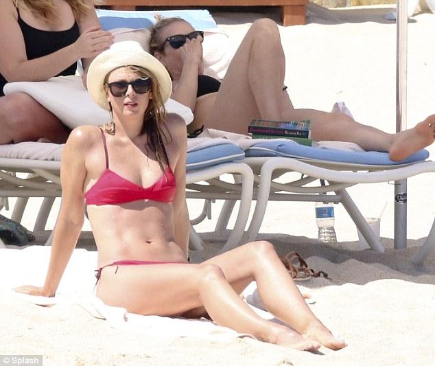 Мария Шарапова на пляже