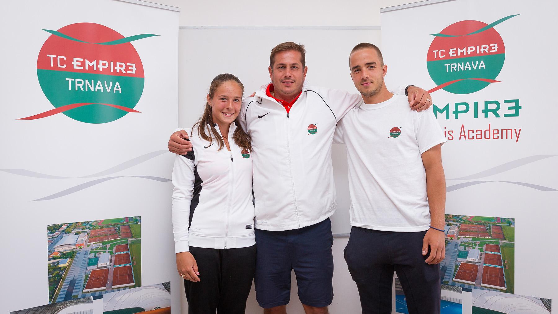 Дарья Касаткина и Андрей Мартин с тренером Владимиром Платеником