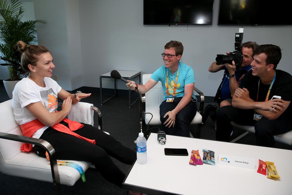 Симона Халеп общается с журналистами в Майами