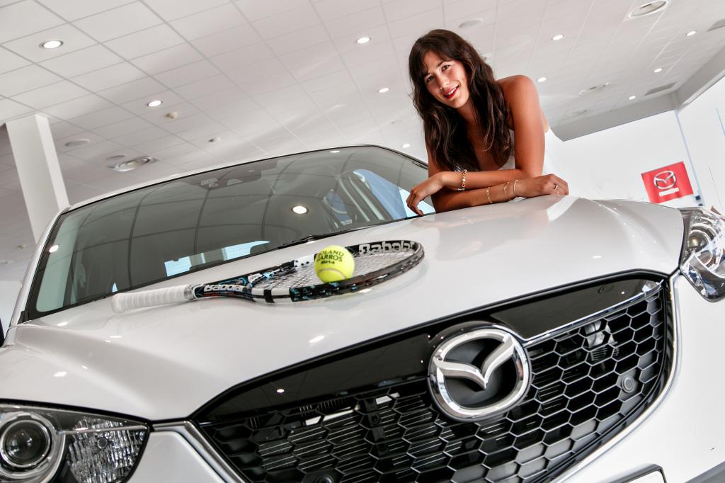 Гарбинье Мугуруса подписала контракт с японской маркой автомобилей Mazda