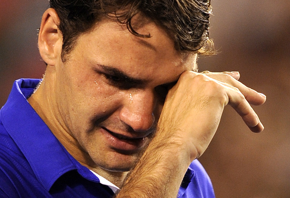 Федерер часто плачет. Например, в 2009 году он пустил слезу после проигранного финального матча с Рафаэлем Надалем