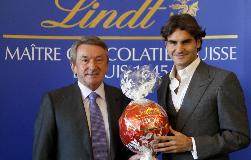 Федерер представляет швейцарские шоколадные конфеты Lindt, регулярно снимаясь с промороликах