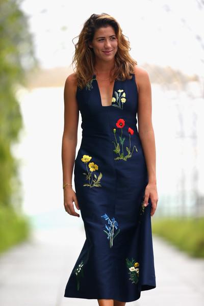 Гарбинье Мугуруса в платье от Стеллы Маккартни