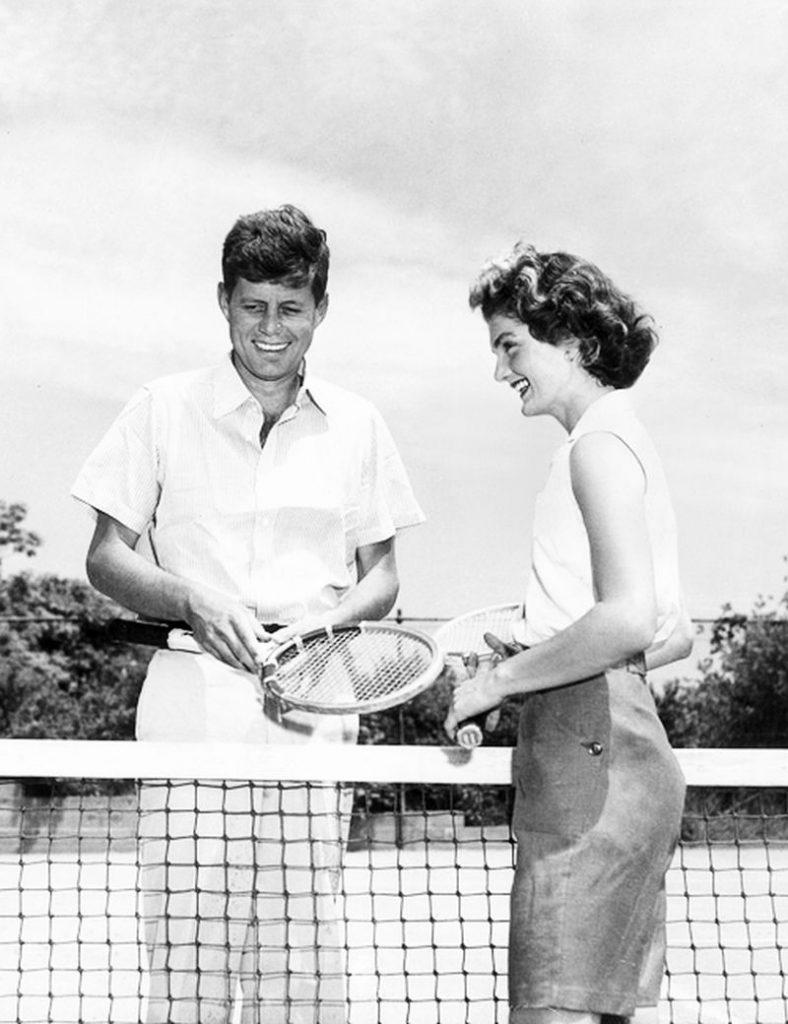 Президент Джон Кеннеди с женой Жаклин.
