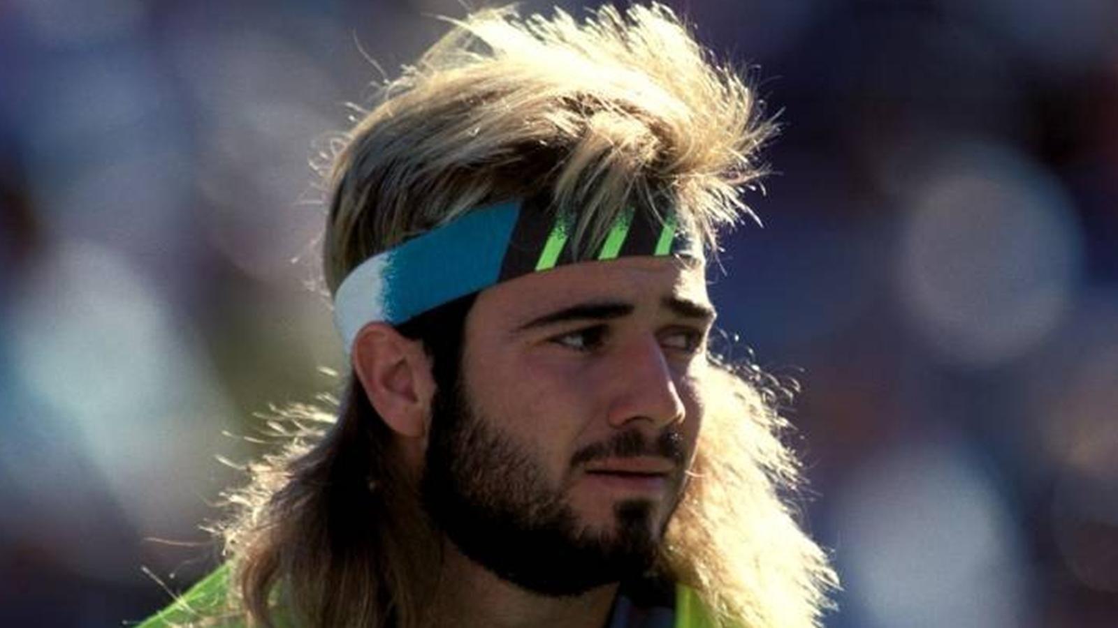Долгое время Агасси играл в парике, переживая, что лысеет. Очень стеснялся этого и старался скрывать этот факт. Занятно, что иногда он спрашивал заколки для волос в женском туре, например, у Крис Эверт