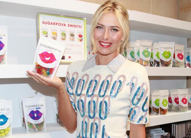Под своим брендом Sugarpova выпускает леденцы и шоколад