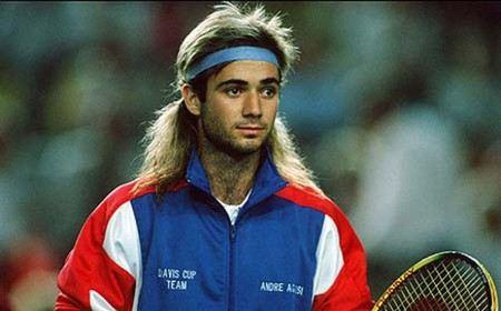Агасси старался одеваться ярко, противопоставляя себя теннисному миру. Это пошло из детства, когда отец заставлял играть маленького спортсмена в теннис, изматывая его тренировками. При этом сам Агасси не желал играть
