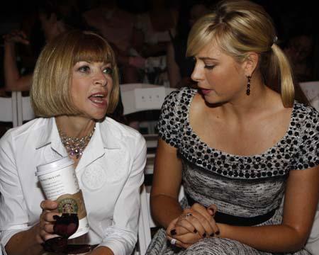 Мария часто посещает показы мод и дружит с главным редактором американского Vogue Анной Винтур