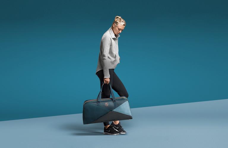 Мария Шарапова с новой сумкой Head